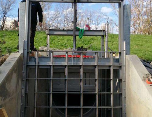 Conception et fabrication sur mesure d'une grille mécanique commandée par cric pour la filtration du bassin de rétention des eaux pluviales de Sathonay village.
