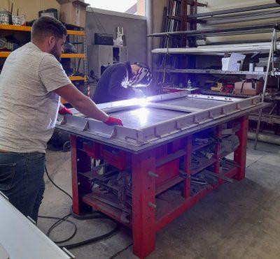 fabrication d'équipements hydrauliques :réalisation des soudures d'une vanne murale aquarem environnement